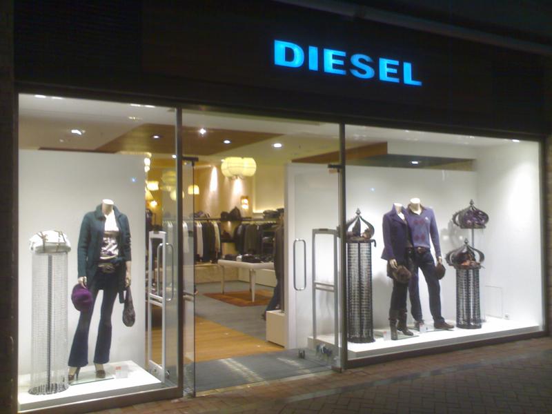 İzmir Bornova Diesel Mağaza Dekorasyonu